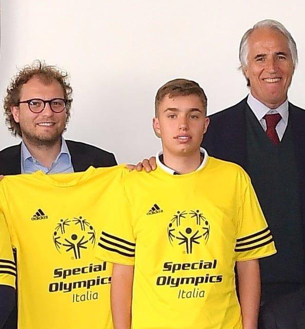 Luca Lotti e Giovanni Malagò in campo per un'amichevole di Calcio a5 che promuove lo Sport Unificato di Special Olympics